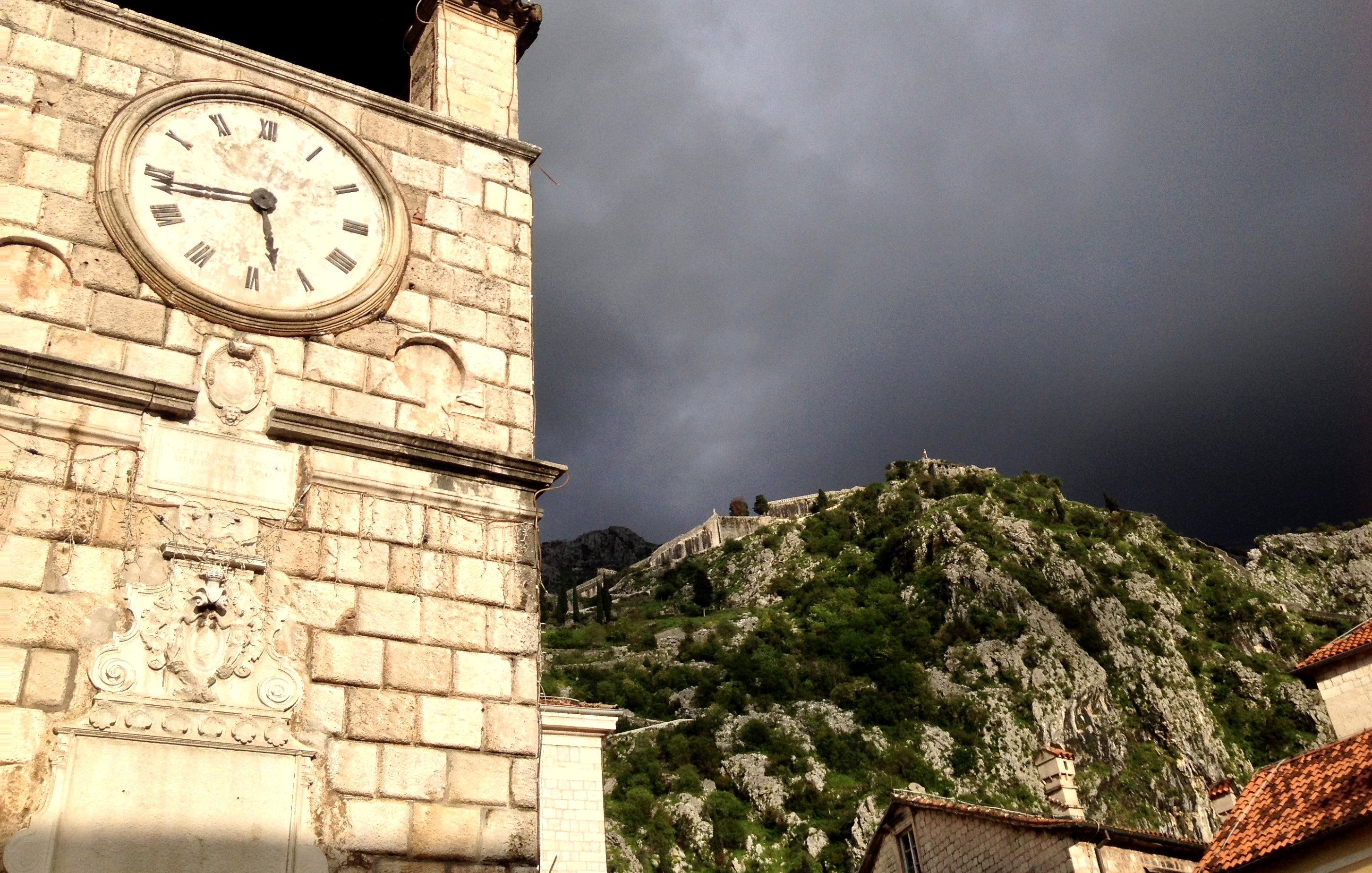 Balkan Trip à Kotor horloge du clocher Monténégro