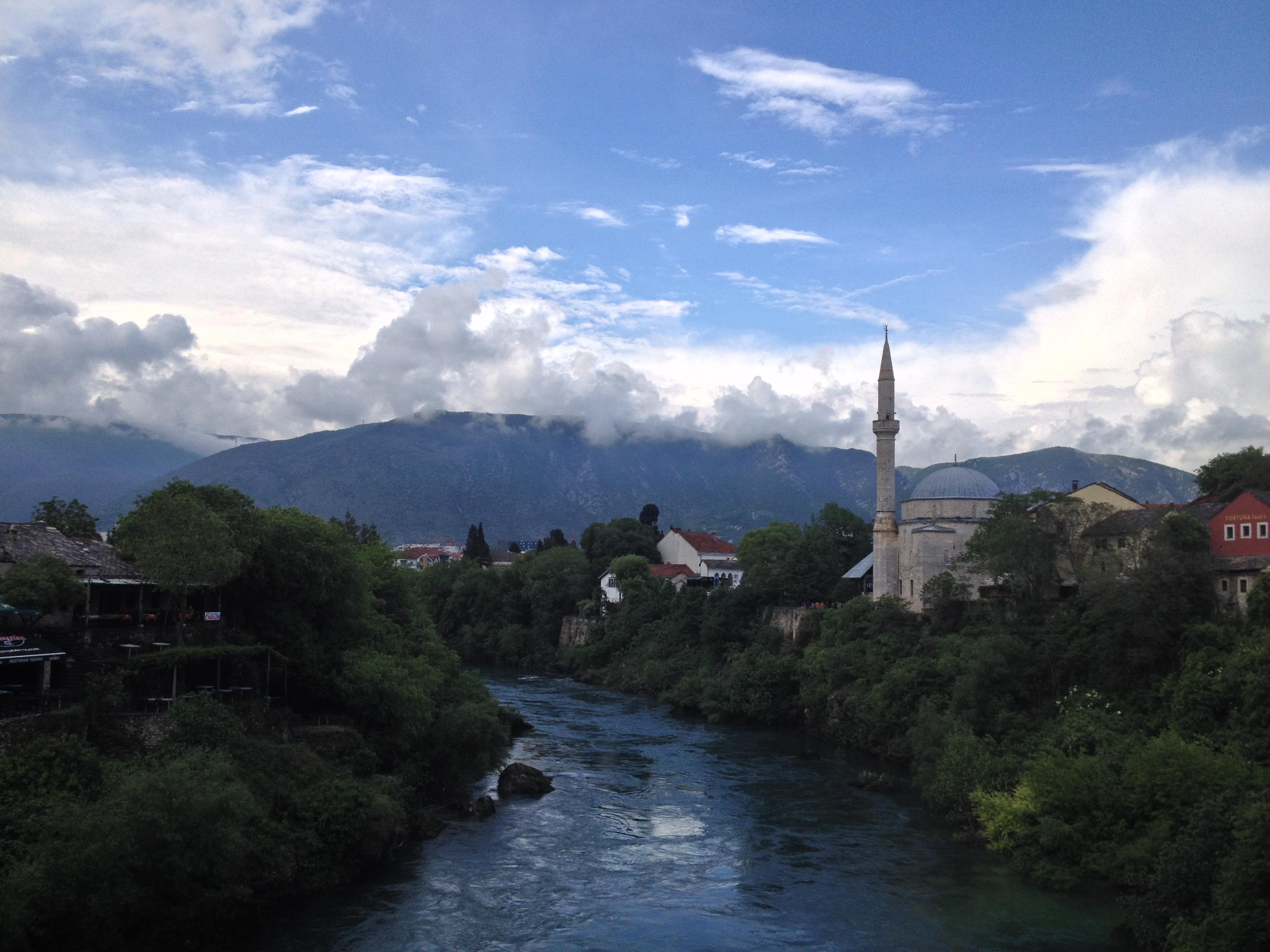 rives de la Neretva à Mostar Bosnie-Herzégovine