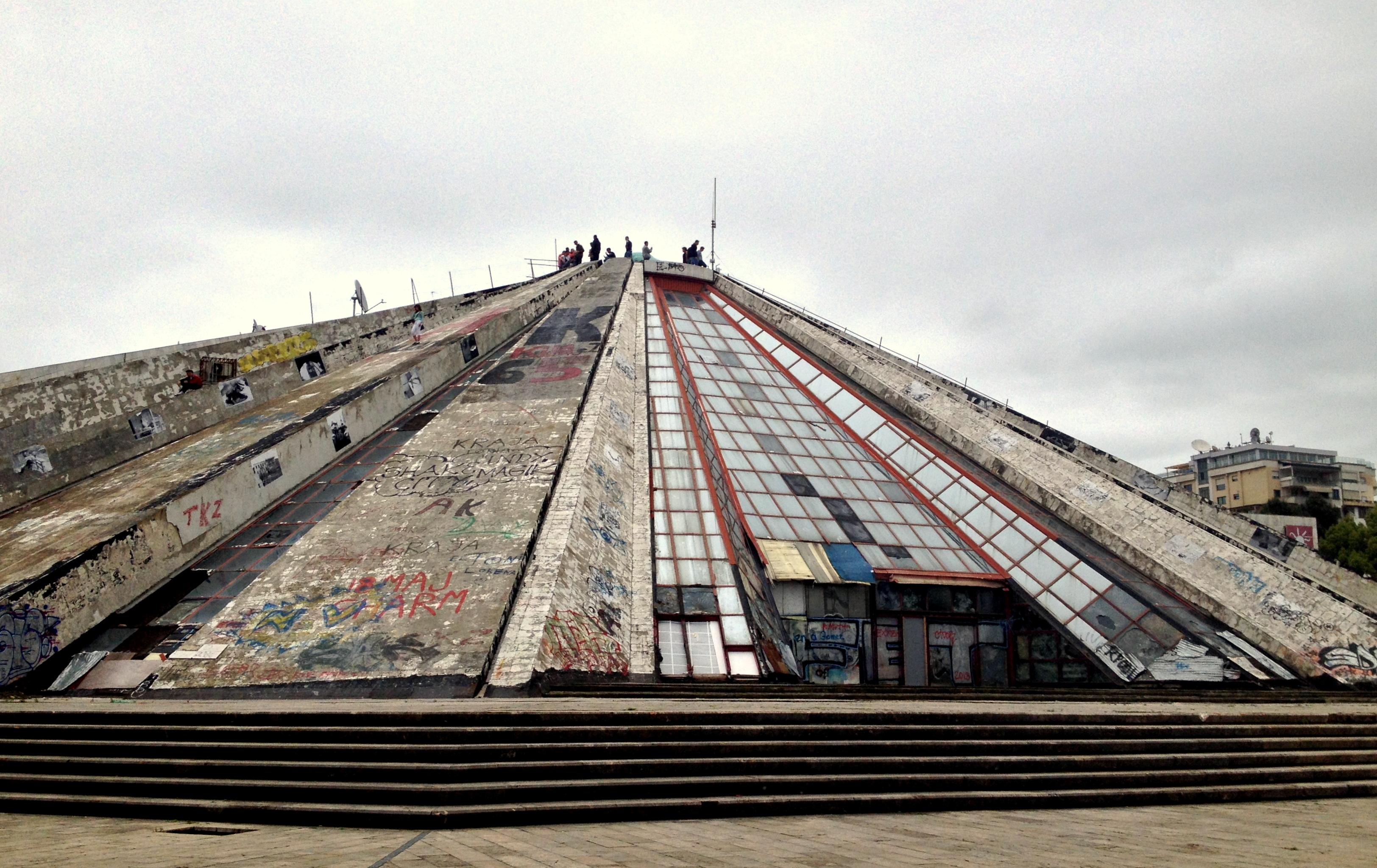 La pyramide de Tirana, ancien musée Albanie