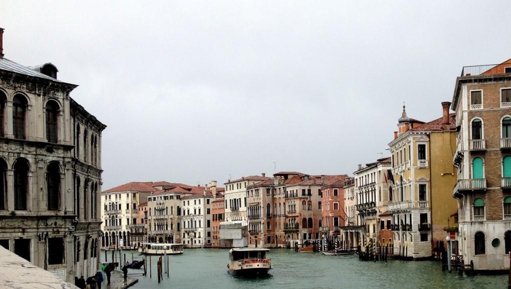Canaux de Venise sous la pluie
