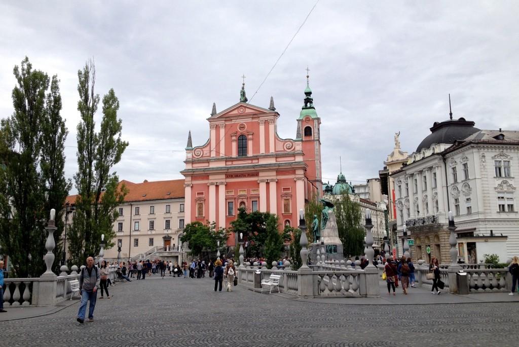 Ljubljana : les trois-ponts et l'église franciscaine de l'Annonciation