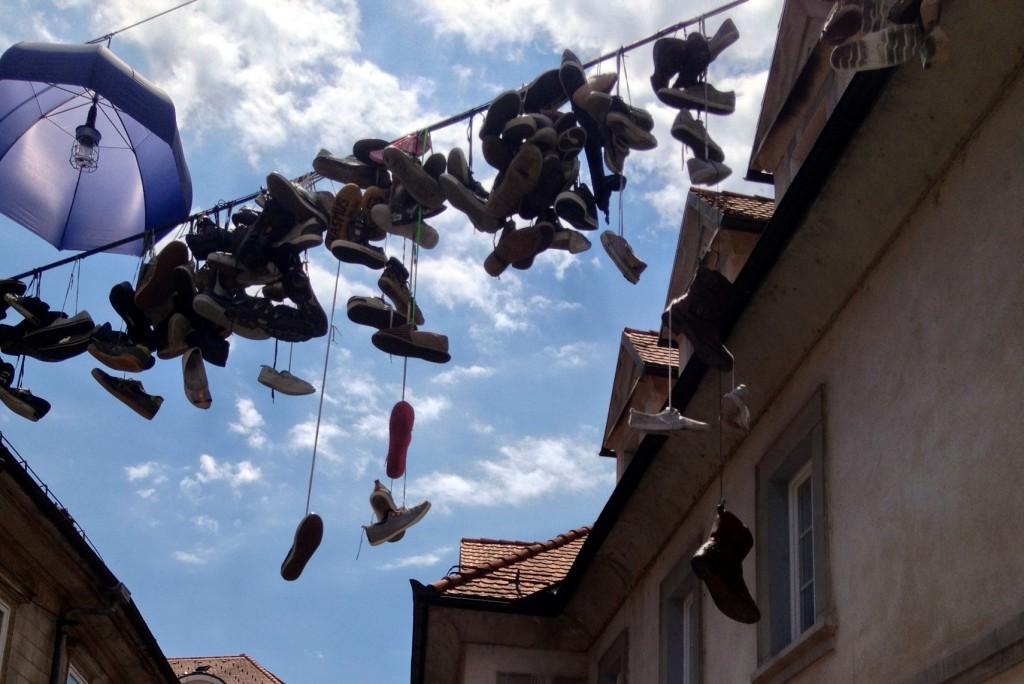 Chaussures dans les rues de Metelkova - Ljubljana