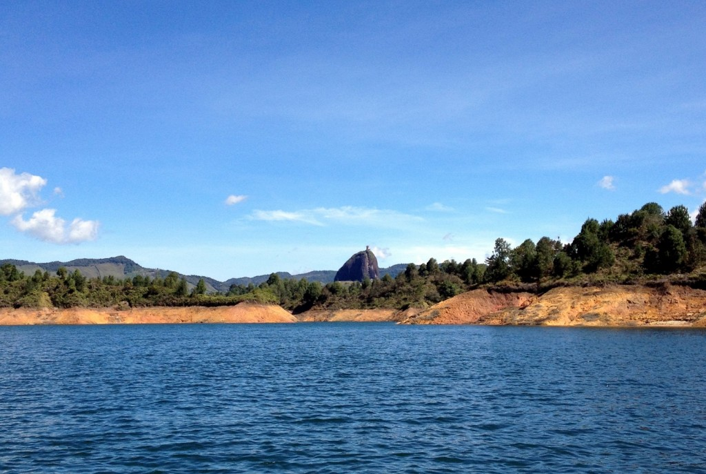 Le rocher El Penol vu de loin Antioquia Colombie
