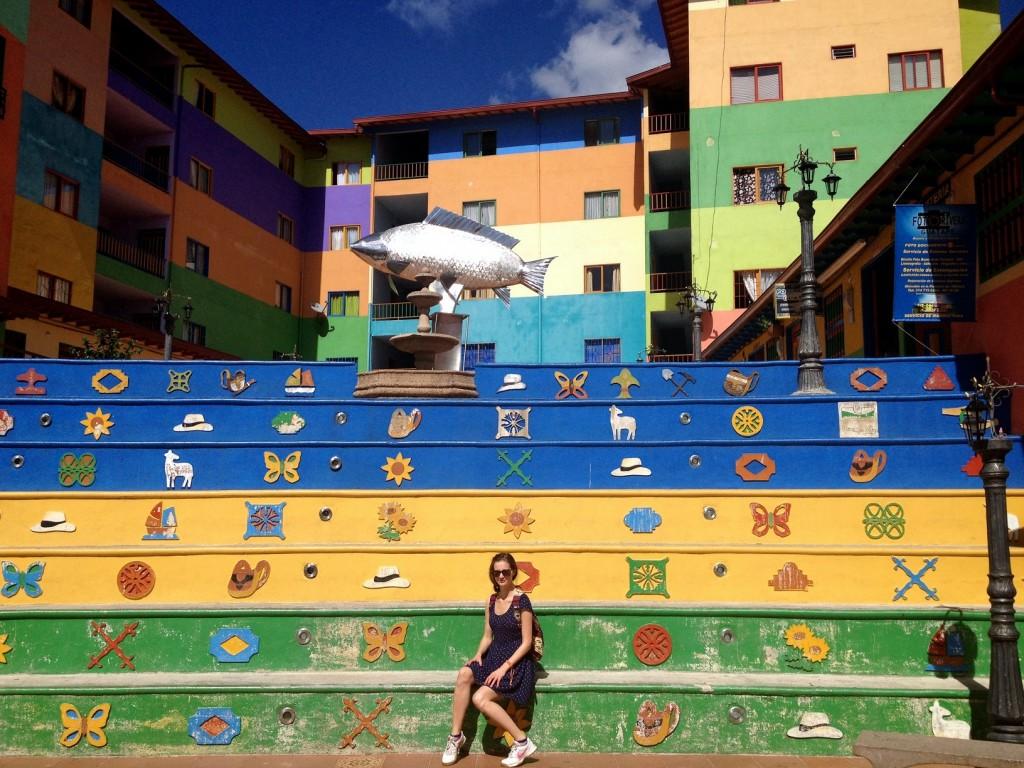Place colorée avec grande truite Guatapé Antioquia Colombie