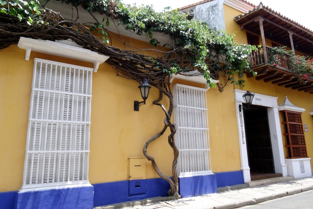 Façade de maison colorée à Carthagène des Indes