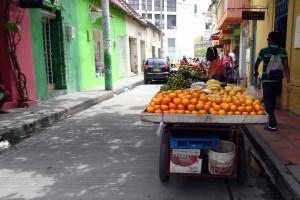 Marchand ambulant de fruits à Carthagène des Indes