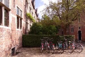 Vélos dans le grand béguinage à Louvain