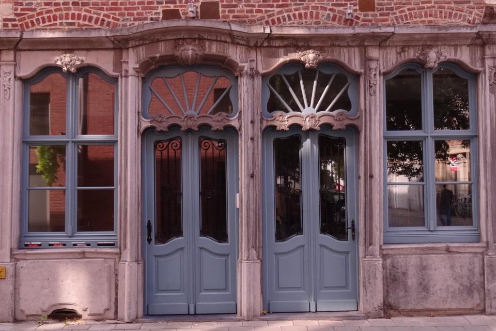 Jolies portes bleues à Louvain