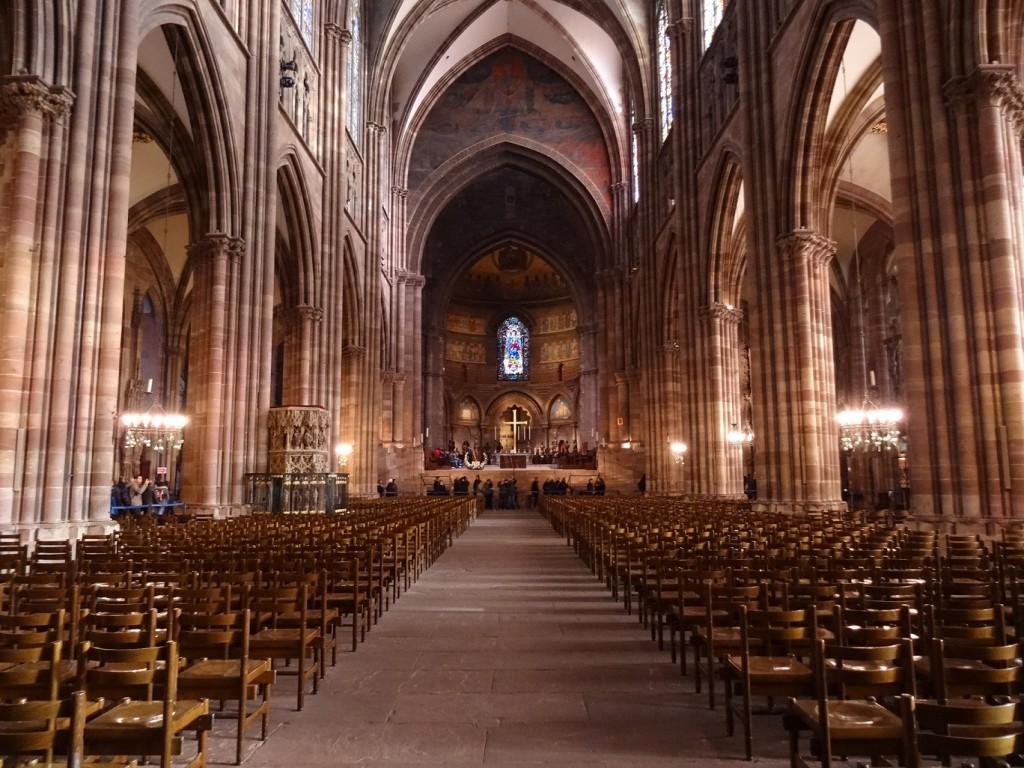 Allée centrale de la cathédrale Notre-Dame de Strasbourg