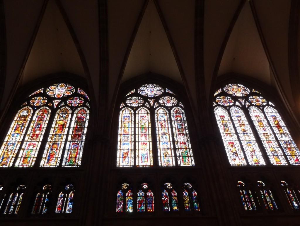 Détails des vitraux de la cathédrale Notre-Dame de Strasbourg