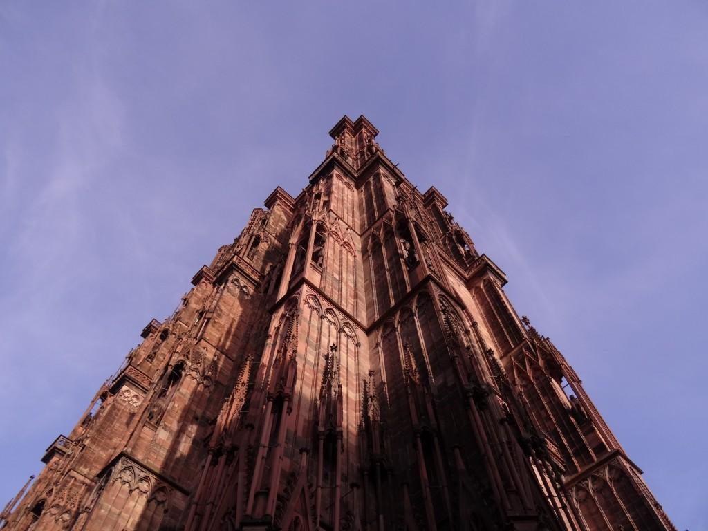 Jeux d'ombres et teintes rosées de la cathédrale Notre-Dame de Strasbourg