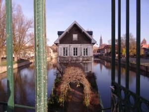 Maison sur le square des moulins, au milieu de l'Ill à Strasbourg
