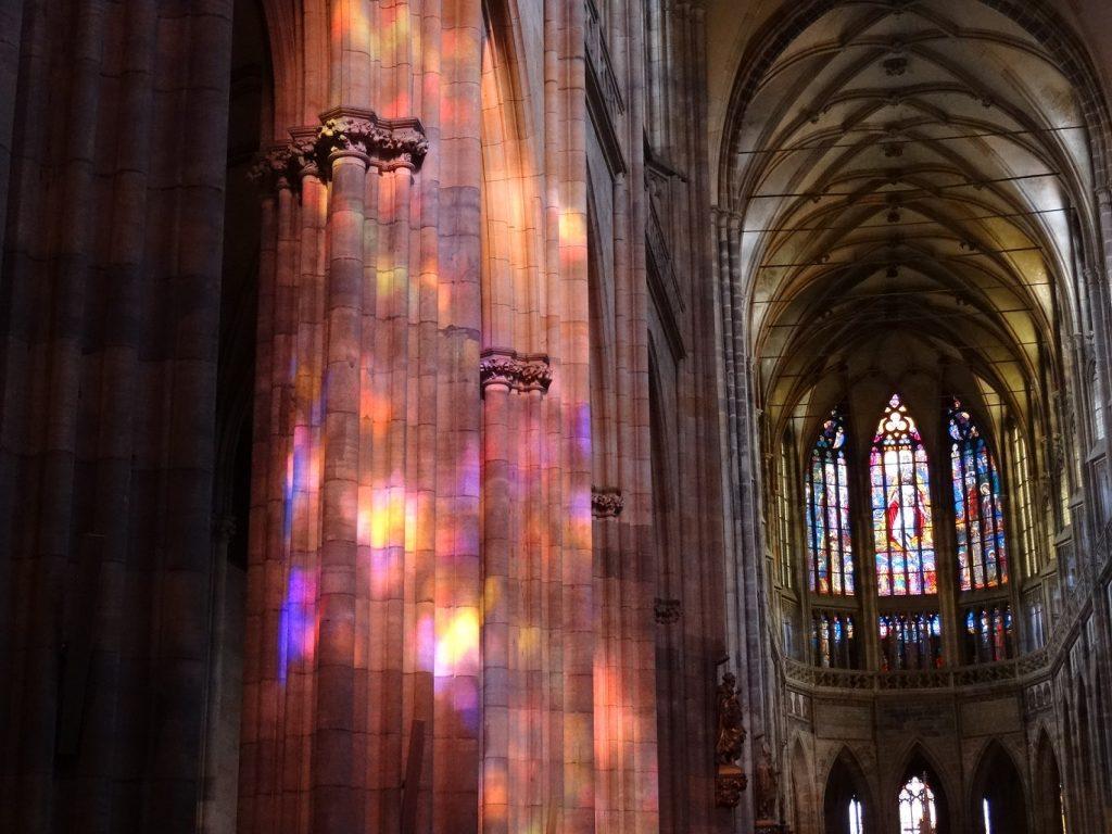 L'intérieur de la cathédrale Saint-Guy dans le château de Prague