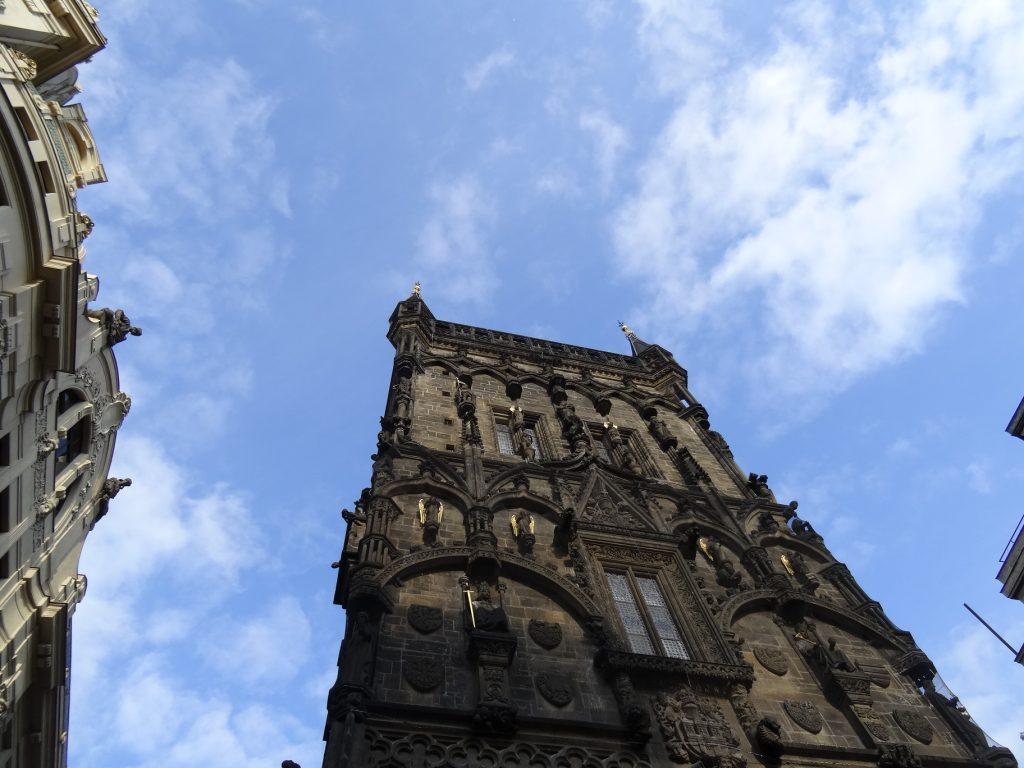 La tour poudrière non loin de Náměstí Republiky à Prague
