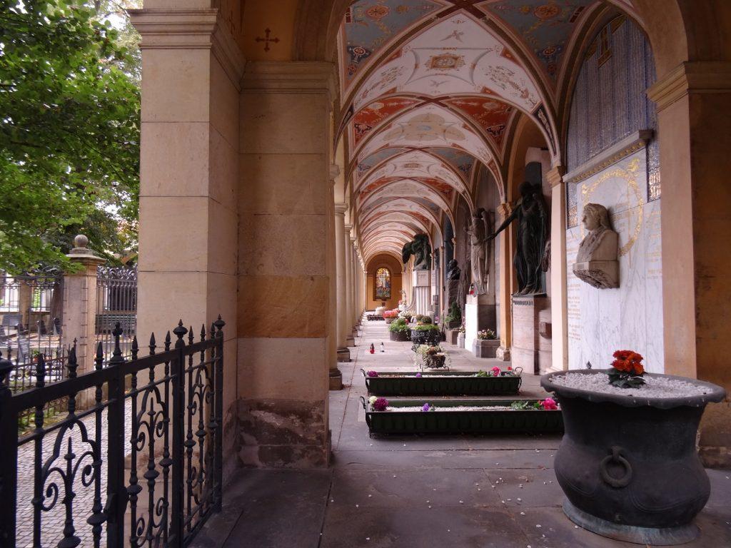 Les tombes du cimetière de Vysehrad