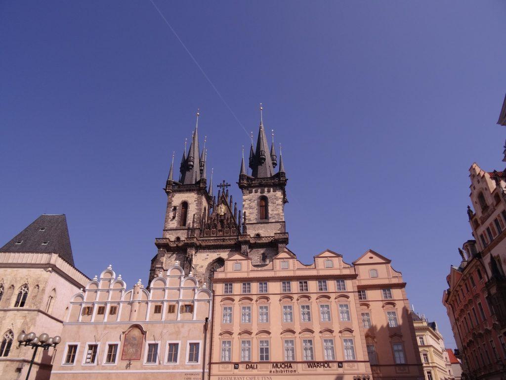 Vue à partir du Old Town Square (Staroměstské náměstí en tchèque) à Prague