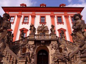 Escaliers du château Troja à Prague, République Tchèque