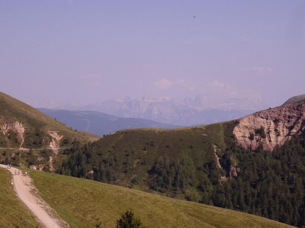 Les dolomites au loin de Merano