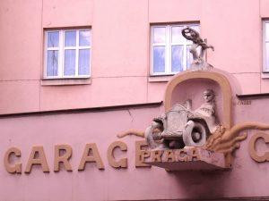 Architecture tchèque à Tabor, façade d'un garage