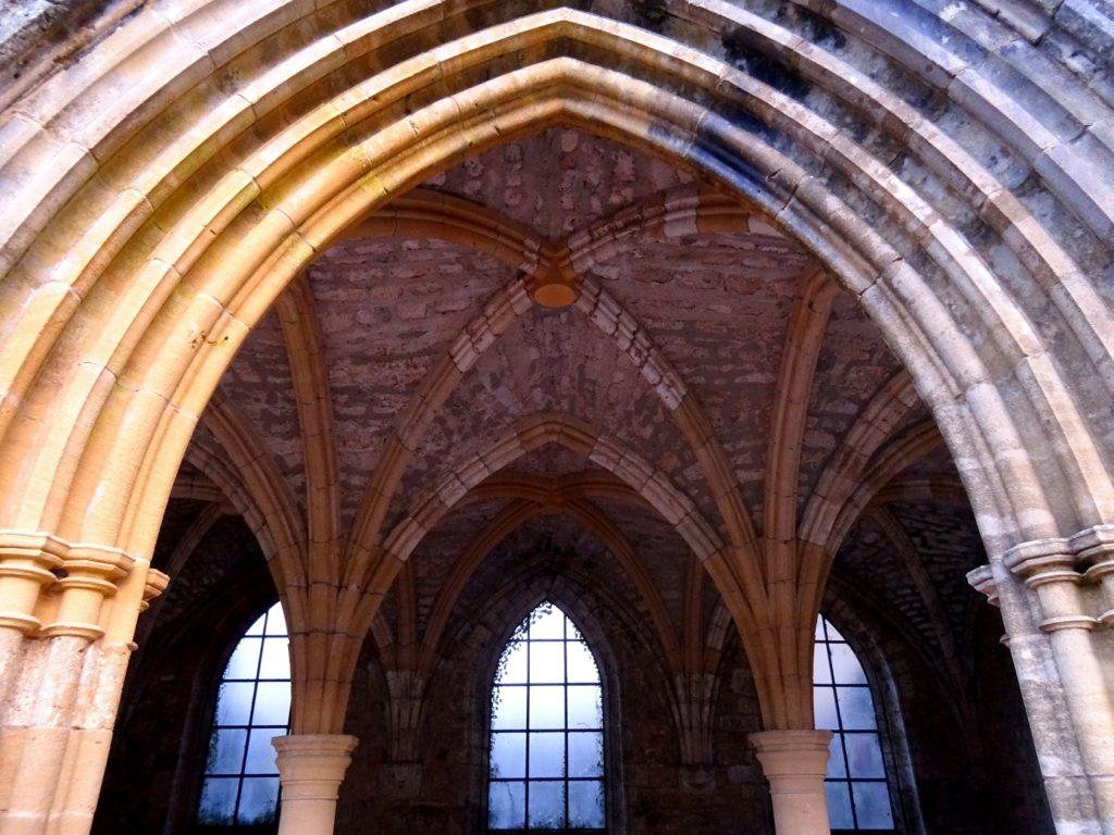 Jolies arcades dans l'architecture de l'abbaye d'Orval