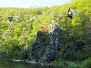 Chalet sur le haut d'un rocher