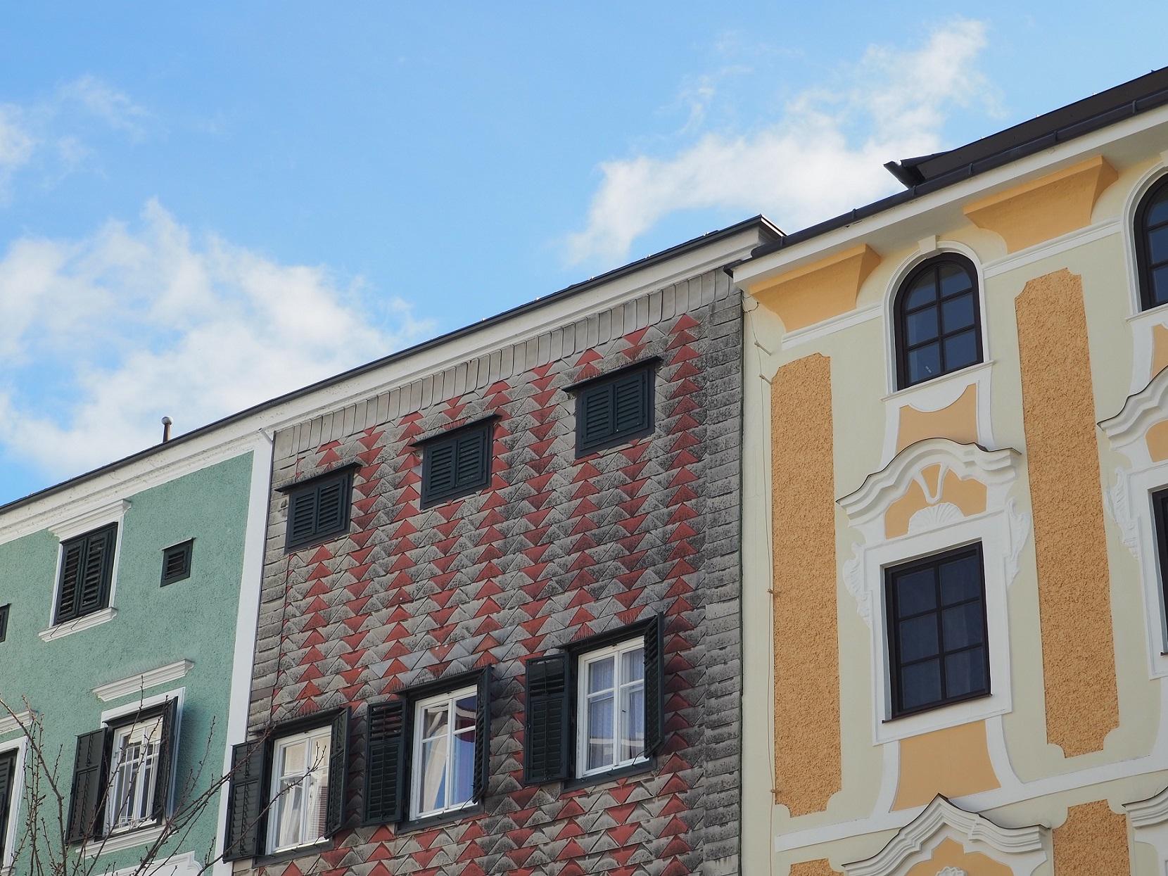 Façades colorées de Gmunden en Autriche