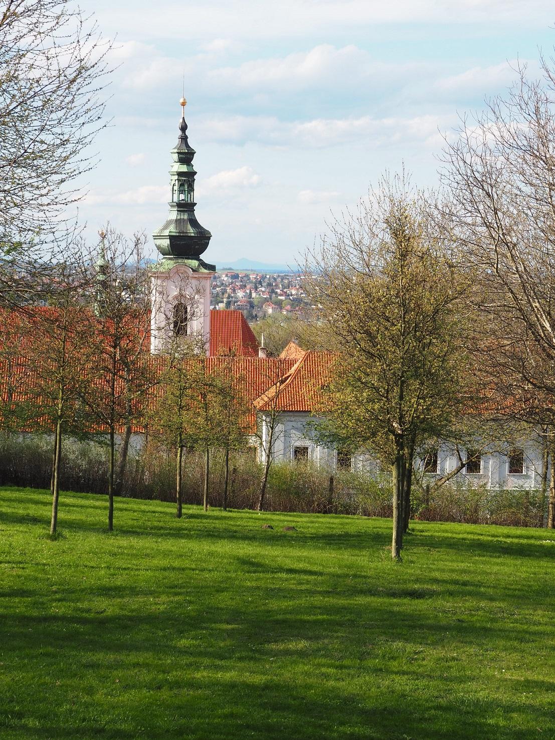 Vue sur le monastère de Strahov depuis la colline de Petřín