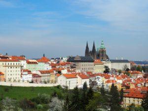 Vue sur le château de Prague depuis Petřín, non loin du monastère de Strahov