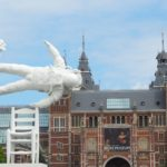 Oeuvre de Joseph Klibansky devant le Rijksmuseum à Amsterdam