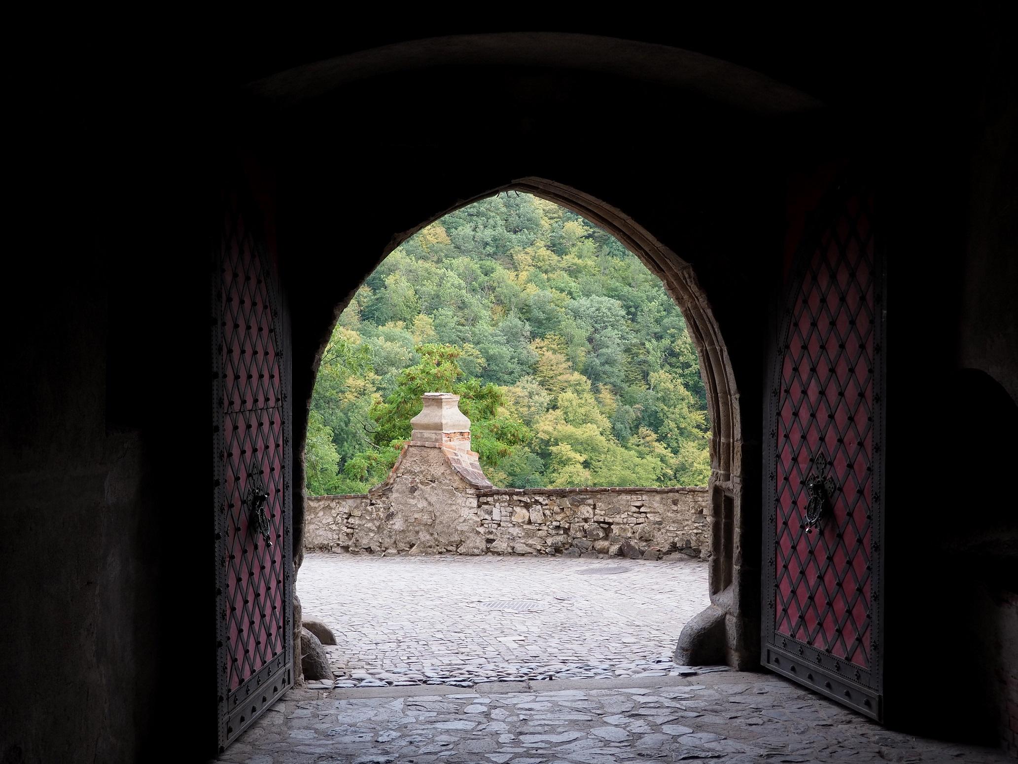 Entrée vers le château de Krivoklát
