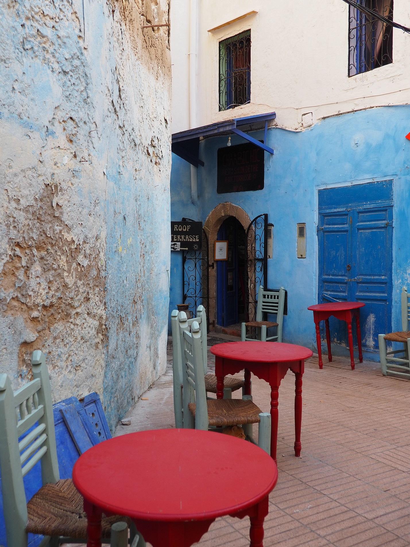 Murs blancs et bleus à Essaouira