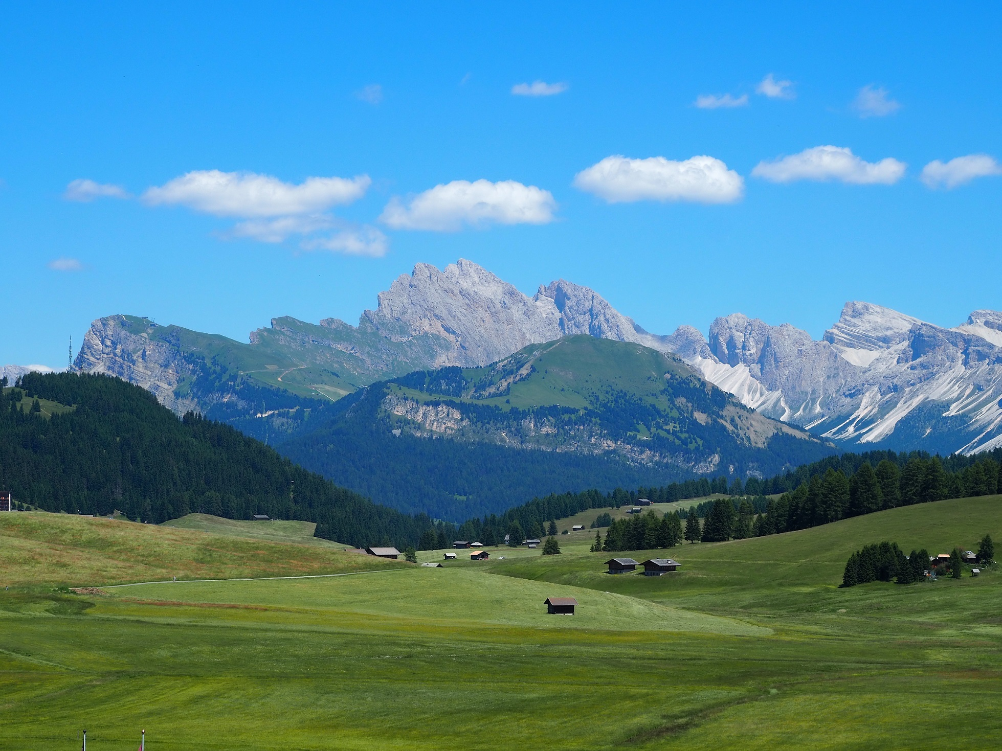 Seceda vue depuis Alpe di Siusi dans les Dolomites en Italie
